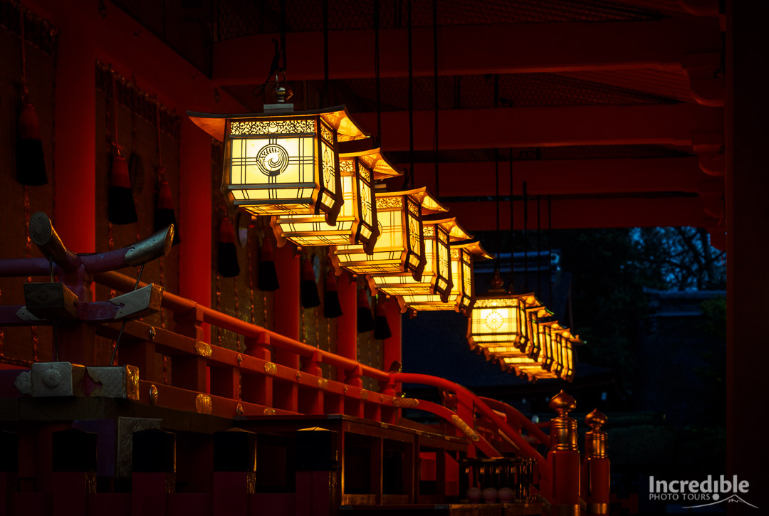 Beautiful lanterns at Fushimi Inari Shrine (伏見稲荷大社)